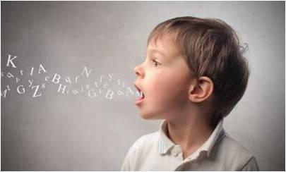 bambino di profilo apre la bocca e escono lettere